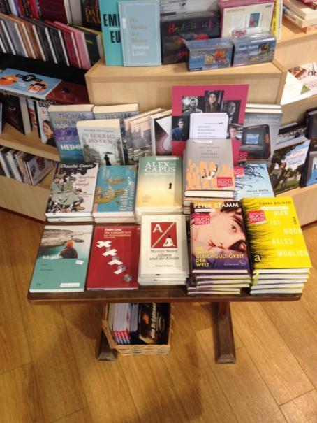 Auslage in der Buchhandlung Bachletten in Basel